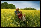 """Adam F """"S E T K A"""" (2004-06-24 22:09:36) komentarzy: 37, ostatni: jakżesz przyjemne zdjęcie. rodzina jak z reklamy margaryny, kiedy to wszyscy siadają do śniadania :)"""