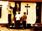 """Wojtek Brzoska """"Boże Ciało"""" (2004-09-04 12:20:03) komentarzy: 9, ostatni: taka małomiasteczkowa katolicka rzeczywistość ma swój urok. brak ostrości zdjęcia (w moim odczuciu - chyba zamierzony, i dobrze) wydaje się tutaj kontrastować z ostrością spojrzenia samego autora, czułego na detal (fakt sporo tych detali - mówię..."""