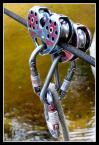 """Robert-pl """"/"""" (2005-01-07 21:30:30) komentarzy: 8, ostatni: fajna """"zabawa"""" ale nie widać drugiej liny gdzie jest ten bardzije czerwony bloczek zawieszony... wygląda jak byłby w powietrzu.. ale foto dobre - a zabawa przednia na czymś takim:D"""