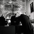 """AdamOre """"Arturo Mari - fotograf papieski"""" (2005-01-19 09:37:12) komentarzy: 5, ostatni: ładnie cienie, doskonale uchwycony wyraz twarzy, całkiem niezłe ;) Pozdr"""