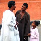 """Fotodr """"Męskie rozmowy"""" (2005-04-10 01:18:37) komentarzy: 20, ostatni: czujnie uchwycone relacje, pomimo niedoskonałości ;)"""