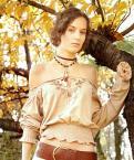 """japomyka """"jesiennie"""" (2005-11-07 10:18:39) komentarzy: 38, ostatni: dziewczę jest pięknie odziane :) ciekawi mnie dół - jaka kieca? :D"""