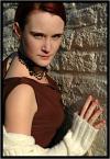 """Ungirith """"mur milczenia"""" (2006-02-20 20:11:34) komentarzy: 8, ostatni: ładny kontrast - zimna i twarda ściana z delikatnością i powabem modelki, podoba się... pozdrawiam ;)"""