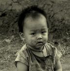 """Zosieńka Olesiak """"laotański malec"""" (2006-03-29 23:01:33) komentarzy: 107, ostatni: świetne..bardzo naturalne"""
