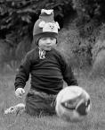 """Małgorzata Kalbarczyk """"Do albumu :P Emil"""" (2006-10-26 13:03:49) komentarzy: 23, ostatni: czego się cieszy ?? Że młody piłka oberwał ???"""