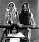 """elamit """"o uśmiech proszę"""" (2007-01-18 22:11:48) komentarzy: 4, ostatni: podswietlone fajnie te aniolki. Ta dziewczynka z lewej u góry ma zadatki na fajną modelke - zapisz sobie jej namiary - może sie jeszcze przyda - pozować już umie :-) Pzdr."""