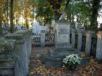 """mariusz65 """"Grobowiec Wodzińskich"""" (2007-02-13 09:06:22) komentarzy: 4, ostatni: historia rzeczywiście piękana a fotka  niestety pozostawia troche do życzenia"""