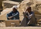 """Żaba-Ewa """"Współcześni budowniczowie Karnaku # 2"""" (2007-03-13 15:34:17) komentarzy: 12, ostatni: Dziwne, że nie patrzą się na wyświetlacz swojego staroegipskiego laptopa (?)"""