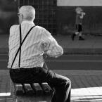 """Wojciech K """""""" (2007-04-06 21:44:30) komentarzy: 7, ostatni: pierwszy i drugi plan idealnie się uzupełniają. a gdyby odwrócić sytuację dzieciak w słońcu, dziadek w cieniu ?"""