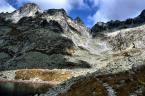 """hen0i """"z serii włóczęgi po Tatrach - tak - woda wylewa się z jeziorka... Cóż, tak to z tą wodą bywa...:) Podstawiać wiaderka :P ;-)"""" (2007-04-24 09:21:04) komentarzy: 8, ostatni: z tą wodą to śliska sprawa... Niekoniecznie musi być tak, że linia brzegowa jest wyznacznikiem poziomu, jak np. linia horyzontu. Zwłaszcza w gorach, gdzie tej linii nie uświadczysz. A gdy brak punktu odniesienia - łatwo ulec złudzeniu. Pzdr:)"""