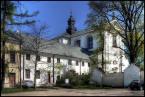 """leolo """"Klasztor"""" (2007-05-25 19:11:50) komentarzy: 6, ostatni: Patrze na miniaturce, kurde klasztor jak u mnie w miescie.. one chyba wszystkie takie same :) Wchodzę, patrzę- a to jest klasztor mojej miejscowości :) hehe Zdjęcie średnie. nieciekawe te samochodu i tablica ogłoszeń. Ale za to klasztor ten jest..."""