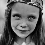 """MonikaMM """"mala hipiska"""" (2007-06-15 22:02:32) komentarzy: 26, ostatni: Fajne, nawet te oczy szopowe nie przeszkadzjaa... pozdrawiam"""