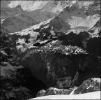 """toluse """"miasteczko Muerren"""" (2007-07-25 21:24:26) komentarzy: 8, ostatni: trochę źle się wyraziłem... po prostu wolałbym to ujęcie zobaczyć w pełni kolorów... ten śnieżnobiały (tu szary) śnieg, ciemnozielone (tu czarne) świerki i błękitnopopielate i rdzawe skały (tu szaro-czarne...). góry zimą same w sobie są..."""