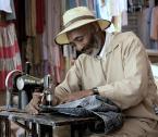 """bhutan """"Singer"""" (2007-10-02 14:35:11) komentarzy: 13, ostatni: o kurcze z daleka wyglada jak Morgan Freeman !:-))"""