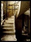 """Mayrah """"ponios�o mnie po schodach raz"""" (2007-10-12 17:47:35) komentarzy: 44, ostatni: to te� fajne... wzrok schodzi po schodach ... i nagle widzisz ten otw�r gdzie by�y kiedy� drzwi ... nagle strach, zadaj� pytanie: co jest za tymi drzwiami ? - dobre foto"""