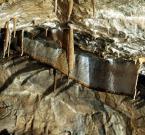 """barszczon """"draperyjka"""" (2007-11-30 12:43:26) komentarzy: 12, ostatni: Dziękuję :) Moje fotografie z jaskiń - są głónie z jaskiń turystycznych i daleko im do genialnych wręcz fotografii jaskiniowych (z jaskiń nieturystycznych) niektórych plfotowych użytkowników. :) Ale dziękuję i zapraszam do poprzednich :)"""