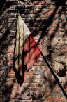 """Małgorzata Kalbarczyk """"W wielkim mieście"""" (2008-02-04 19:22:20) komentarzy: 19, ostatni: W moim niewielkim zrobiłam kiedyś zdjęcie: flaga zaczepiona na ruinach, od góry obciążona cegłami, obok zwisa stary Mikołaj... Widok żałosny (nigdzie tego nie prezentowałam i raczej nie będę; symbolom narodowym należy się to)."""