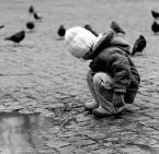 """Kajman84 """"Samotnosc dziecka czy wesola zabawa??"""" (2008-02-23 12:03:18) komentarzy: 3, ostatni: bdb foto nie widać twarzy to dobrze dziecko ma swoją intymność i to jest fajnie pokazane"""