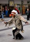 """mario1972 """"Tańczący z ... przechodniami."""" (2008-03-16 16:08:19) komentarzy: 4, ostatni: czy to na Piccadilly w Manchesterze?????? widziałem tam podobne widoki"""
