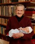 """Slawekol """"Pra-pra-babcia z pra-pra-wnukiem"""" (2008-04-07 22:18:23) komentarzy: 27, ostatni: Ja jednak myślę, że raczej będzie się to zdarzać co raz rzadziej, ponieważ co raz później kobiety rodzą dzieci - moja babcia w wieku 22 lat miała już trójkę dzieci, a dziś.. kobiety często zaczynają często dopiero po 30-stce, a przynajmniej po..."""