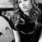 "kaja. """" (2008-05-20 23:25:09) komentarzy: 19, ostatni: modelka przypomina mi  Roisin Murphy :) a ja bardzo lubie Roisin ;)"