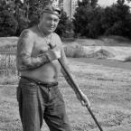"""Wojciech K """"Pan grabiący trawę, spotkany rano, przy Kopie Cwila..."""" (2008-06-12 13:02:42) komentarzy: 10, ostatni: a tu jest na bank git..."""