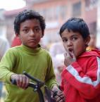 """wizental """""""" (2008-06-28 10:37:02) komentarzy: 6, ostatni: Zobaczcie na ich oczy na gest chłopca z prawej, na twarze, wyglądają jak dorośli w skórze dzieci..."""