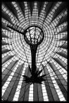 """KARO(lina) """"Berlin - Sony Center"""" (2008-08-21 20:45:27) komentarzy: 4, ostatni: Zdaję sobie sprawę, że to najpopularniejszy kadr tego obiektu, ale niespecjalnie interesuje mnie czy ktoś już tutaj tak wykadrował SC jak ja - ważne jest też podanie motywu, który mnie zaciekawił i którego forma pasuje do mojego portfolio ;-)"""