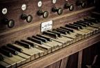 """gpientaszek """"organy"""" (2008-09-15 19:35:01) komentarzy: 7, ostatni: zniszczone klawisze mówią wszystko o tym instrumencie,ciekawie oddane chociaz kadr mógłby być inny"""