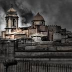 """Kaj_tom """"Erice IV"""" (2008-10-04 21:44:13) komentarzy: 2, ostatni: dobre, w świetny sposób oddaje cały klimat tego ponurego miasteczka zawieszonego w chumrach"""