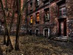 """Bobikow """"Podwórko"""" (2008-11-16 20:27:17) komentarzy: 5, ostatni: Ciekawy kadr i miejsce...."""