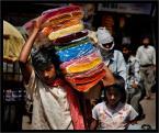 """wizental """"szczypta koloru indii"""" (2008-11-30 19:51:38) komentarzy: 2, ostatni: mistrz gatunku. dobrze, że galeria otwarta do późna:)"""