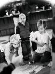 """Kasperthesuperphotographer """"Dzieciaki"""" (2009-03-05 23:03:38) komentarzy: 5, ostatni: lubię :) bardzo... niemy film brawo!"""