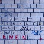 """Carlos Gustaffo """"optymizm z ulicy"""" (2009-03-06 16:16:05) komentarzy: 17, ostatni: Aj, tam. Mam niedaleko kościół pokryty podobnymi napisami z tym że rytymi w cegłach, najstarsze są  ze średniowiecza. Dziś to zabytki kultury... ;)"""