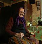 """lelo999 """"..."""" (2009-04-13 13:18:10) komentarzy: 19, ostatni: ach, piękne...! ta zapaska , kolory... i jaka kobieta...! +++"""