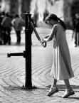 """Tadek Piotrowski """"Samotna pompa na starówce zaintrygowała dziewczynkę"""" (2009-06-19 17:14:27) komentarzy: 23, ostatni: podoba się"""