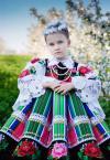 """slavcic """""""" (2009-06-23 09:11:46) komentarzy: 8, ostatni: super modelka, szkoda jednak że jej twarz w kontraście do kolorów natury i sukienki wydaje się blado-sinawa (i smutna)"""