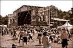 """superzocha """"woodstock 2009"""" (2009-08-11 17:29:38) komentarzy: 3, ostatni: komercja dopadła i Owsiaka ;) , ale to było pewne, postępy globalizacyjne nie ominą nawet takich miejsc. Ale zabawa przednia i w pełni podziwiam młodzież oraz dorosłych odwiedzających Przystanek"""