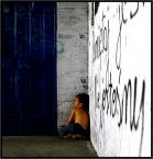 """Adam Pol """"Pamiętaj.Nie jestesmy...sami"""" (2009-08-27 20:28:22) komentarzy: 88, ostatni: Treść napisu na ścianie i dziecko w nią wciśnięte... takie smutne mam skojarzenia. Zdjęcie jest według mnie kapitalne!"""