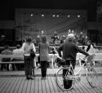 """JarekZ-68 """"... jazzu słuchanie ..."""" (2009-08-29 20:54:33) komentarzy: 10, ostatni: pierwszy plan to pan z rowerem pani z lewej sie rozglada a pan z prawej jej sie przyglada niedobrze pozdrowko"""