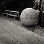 """Nickita """"in memory... mała architektura"""" (2009-09-08 23:51:35) komentarzy: 7, ostatni: Szkoda, że nie opisujesz co to zdjęcie przedstawia. To piękny pomnik...Tam też jest napis po polsku np. najniższy wiersz)..."""