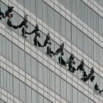 """Wojciech K """"Faceci myjący okna"""" (2009-09-13 19:24:15) komentarzy: 44, ostatni: Mysle ze skorygowalbym lekko perspektywe. Pozatym super zlapane :)"""