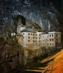 """maszu """"Predjamski Grad"""" (2009-10-22 14:07:01) komentarzy: 26, ostatni: Piękne miejsce... za zamkiem, jak również poniżej - znajduje się system jaskiniowy: Predjamskiej Jaskini. Ot i cały problem z nazwami..."""