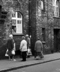 """andrzejj """"Rozmowy uliczne"""" (2009-11-02 20:55:26) komentarzy: 5, ostatni: fajnie wypatrzone, gdzie to jest ?"""