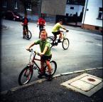 """drax """"młodzi cykliści"""" (2009-11-16 17:09:31) komentarzy: 18, ostatni: jak będą mieli motory to Cie pogonią :)"""