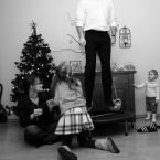 """Dworek """"tata na trampolinie"""" (2009-12-26 15:38:29) komentarzy: 10, ostatni: bez trampoliny miałoby zupełnie inny styl (i byłoby lepsze). Ale i tak jest wporzo"""