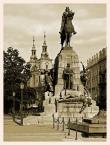"""Wojtek K. """"...takie moje  krakowskie ...Plac Matejki z pomnikiem  grunwaldzkim..."""" (2010-01-24 20:43:10) komentarzy: 8, ostatni: Ładny kadr i sepia fajnie sie skomponowała."""