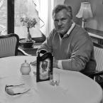 """Wojciech K """"Pan w sile wieku spotkany w wilanowskiej kawiarni..."""" (2010-02-07 09:51:31) komentarzy: 29, ostatni: bdb fotografia"""