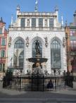 """baha7 """"pocztówka z Gdańska"""" (2010-05-12 10:35:40) komentarzy: 6, ostatni: plakat zachęca;-odważ się wejść do muzeum, a warto zwiedzić Dwór Artusa"""