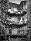 """kazan48 """"Krakowskie podwórka"""" (2010-07-02 21:05:47) komentarzy: 7, ostatni: Dom od podwórka, to jak  twarz w odosobnieniu, nie ta na pokaz."""